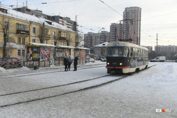 """Трамвай <nobr class=""""_"""">№ 4</nobr> на станции «Южная» в январе 2020 года"""