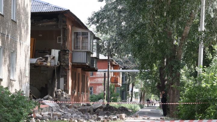 В мэрии Челябинска заявили, что жильцы дома с обрушившейся стеной не просили признать его аварийным