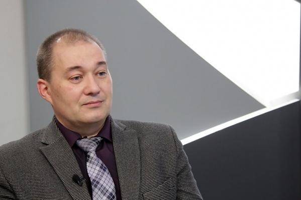 Владимир Россохин является специалистом по фондовому рынку и доцентом нижегородского филиала ВШЭ