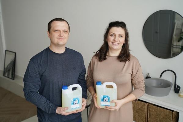 Владимир и Анна шесть лет делают бытовую химию, из них два года они продают моющие средства под собственным брендом