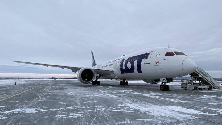 В Екатеринбурге экстренно приземлился Boeing-787 Dreamliner, летевший из Сеула в Варшаву