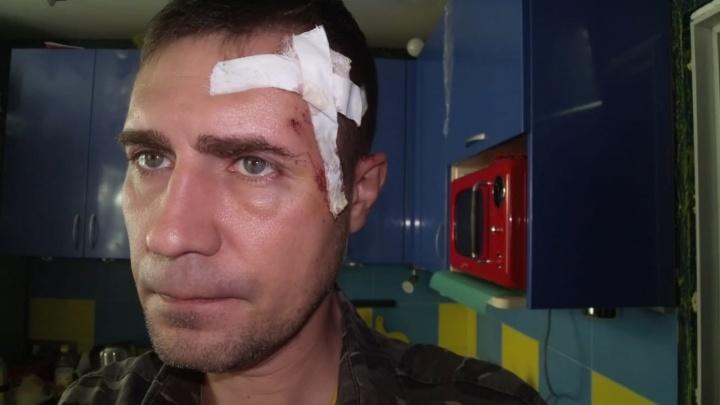 В Челябинске педагога избили на остановке за замечание самокатчице