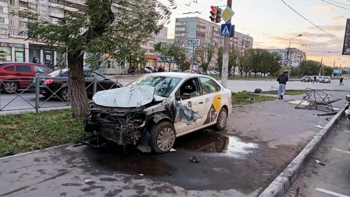 В полиции рассказали подробности аварии на Кирова, в которой водитель такси сбил пешеходов