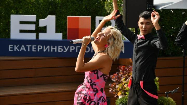 Смотрим концерт Клавы Коки на крыше: праздник на площадке E1.RU в режиме онлайн