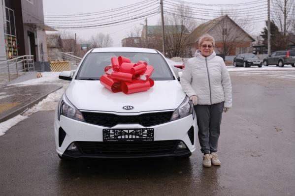 Пенсионерка из Волгограда Людмила Крючкова долго не могла поверить, что выиграла автомобиль