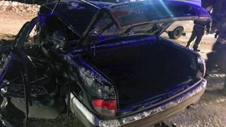 «Мужчина пытался встать»: в ДТП у Северодвинска погиб водитель «Волги». Машина врезалась в автобус