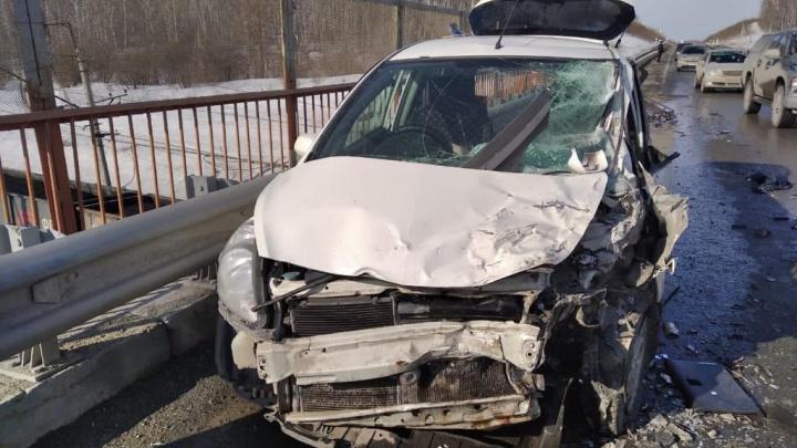 В ДТП под Новосибирском пострадали двое детей и погиб мужчина
