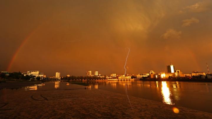 Утонувшие машины и шикарная радуга: смотрим на последствия непогоды в Челябинске