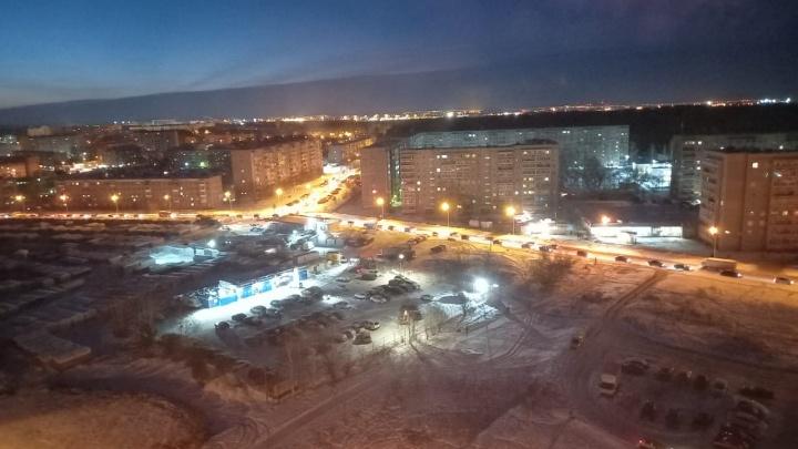 В Екатеринбурге целый район встал в глухую пробку из-за сломанного светофора