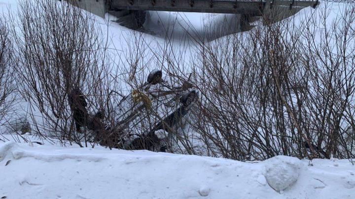 На Южном Урале 20-летний студент погиб, вылетев на машине с заметенной снегом дороги
