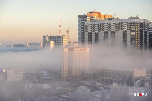 По прогнозам синоптиков, последние новогодние выходные в 2021 году «побалуют» самарцев туманом и метелями