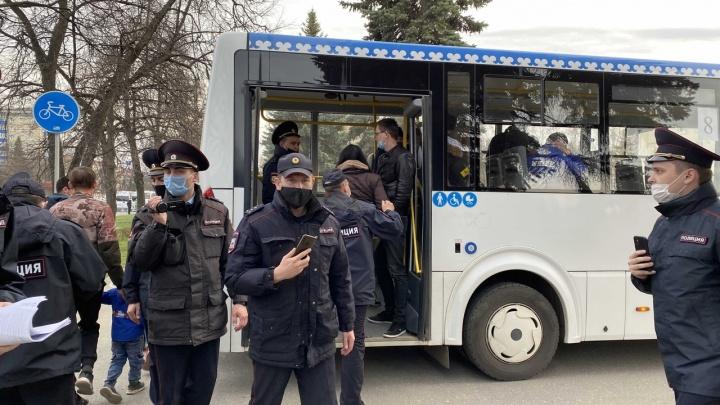 «Иди домой, замерзнешь»: как журналистка UFA1.RU встретила на митинге добрых силовиков. Впервые в жизни