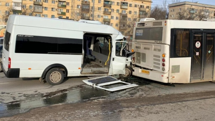 Еще не все выписаны из больниц: в Волгограде полиция рассказала подробности расследования ДТП с автобусом и маршруткой