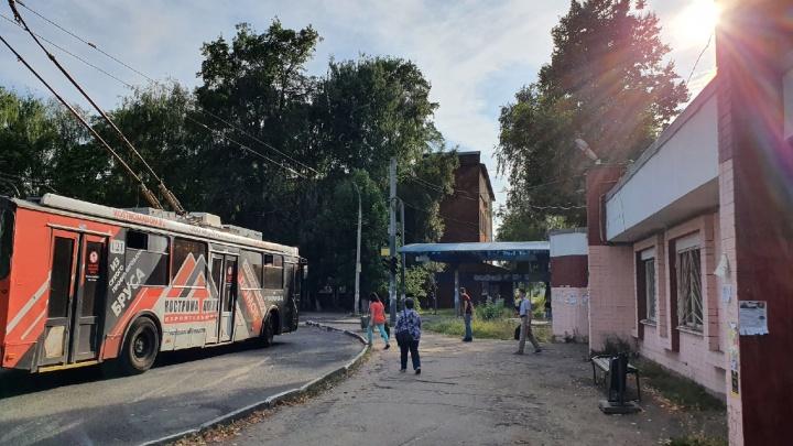 Следы офшора: в центре Ярославля предпринимателю разрешили стройку у троллейбусного кольца