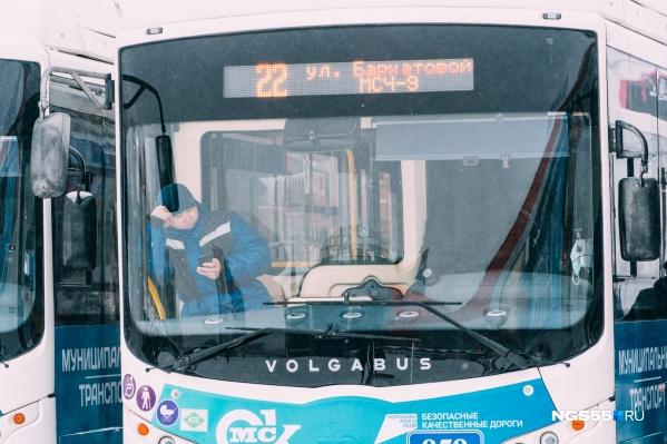 """В последний раз новые автобусы большого класса в Омск <a href=""""https://ngs55.ru/text/transport/2021/02/05/69750451/"""" class=""""_"""" target=""""_blank"""">привозили в начале этого года</a>"""