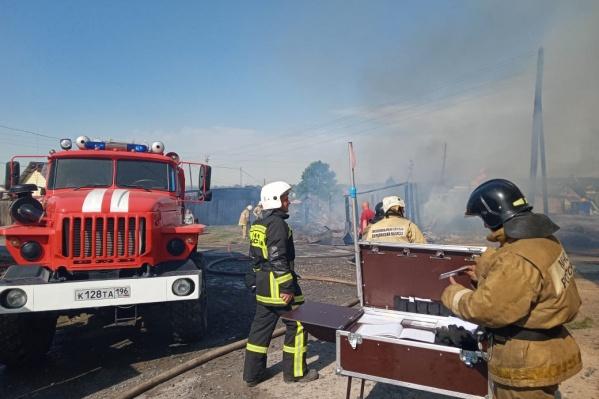 Спасатели эвакуировали жителей окрестных домов