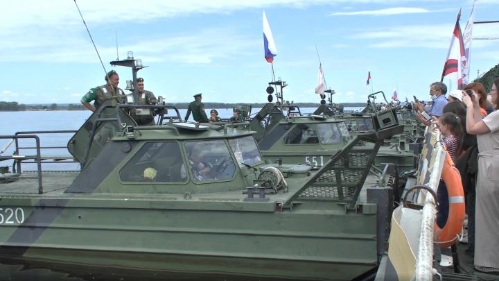 В Волгоград по Волге приплывет на понтонах музей Министерства обороны с трофеями из Сирии