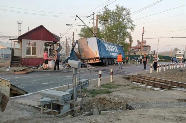 О пострадавших сотрудниках переезда не сообщалось