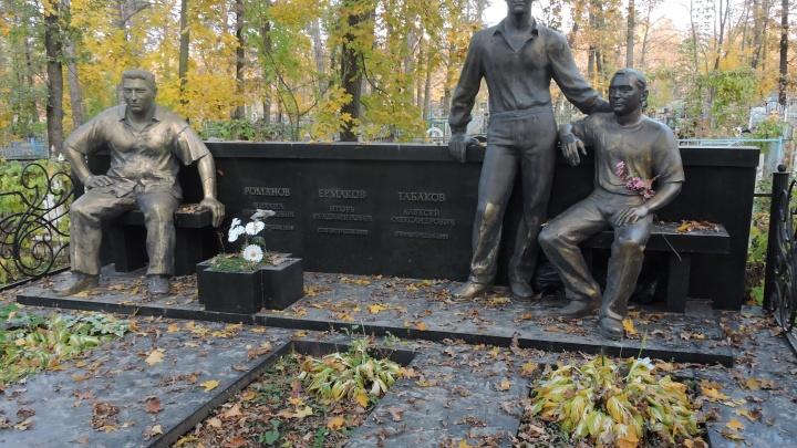Отстреливали семьями: рассматриваем роскошные могилы тольяттинских бандитов, умерших в 90-е