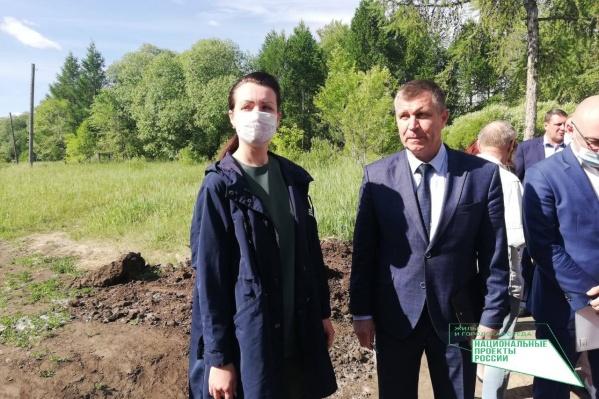 Мэр Оксана Фадина и глава Кировского района Андрей Горбачев посмотрели, как движется благоустройство бульвара