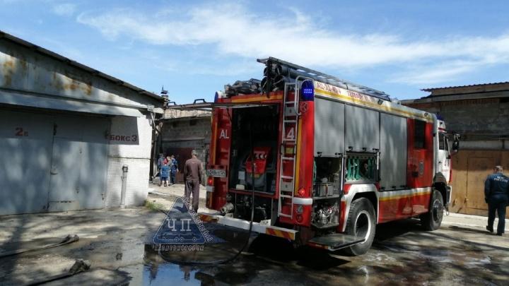 Баллон с газом взорвался в гаражном массиве Железногорска. Один человек погиб, один пострадал