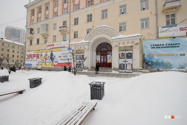 За 990 квадратов на первом этаже здания просят 55 миллионов рублей