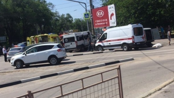 Крупное ДТП с маршрутным такси в Волгограде, четверо пострадавших
