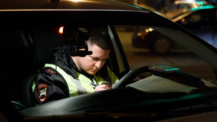 На трассе под Волгоградом легковушка с уснувшим водителем влетела под фуру у поста ГИБДД