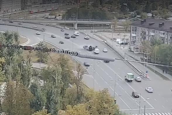 Момент столкновения пяти машин на Стреле попал на видео — тюменец на BMW вылетел на встречку