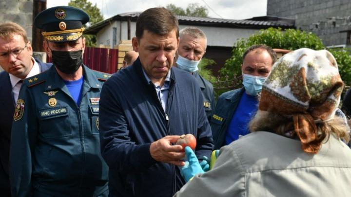Губернатор пообещал салдинцам компенсировать ущерб за урожай, уничтоженный потопом