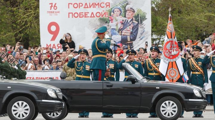 «Прошли, как в последний раз»: в центре Волгограда состоялся военный парад со зрителями