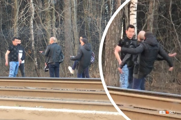 Парни напали на мужчину со спины