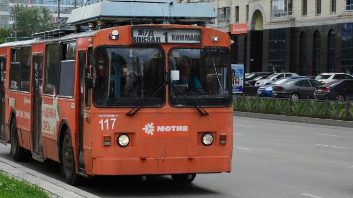 В Екатеринбурге без электричества остались троллейбусы и трамваи