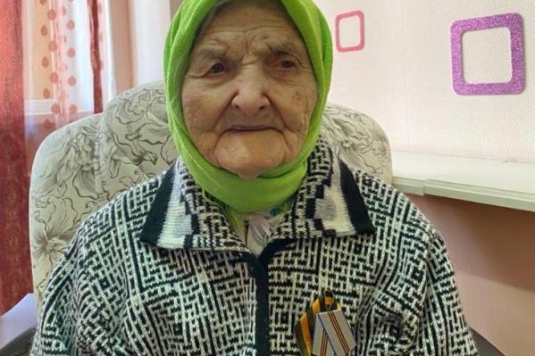 Елизавета Ильинична на данный момент чувствует себя хорошо. У нее не наблюдалось даже повышения температуры