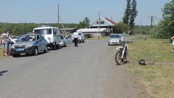 Ехал на мотоцикле без номеров. На Урале байкер насмерть сбил 64-летнюю женщину