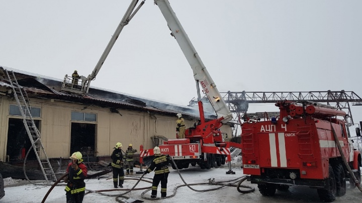 Сгоревшим утром продуктовым складом владеет бизнесмен, который открыл магазин наместе «НоваТора»