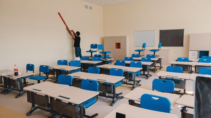 В Тюмени из-за сильного мороза детям отменили уроки в школах (но не всем)