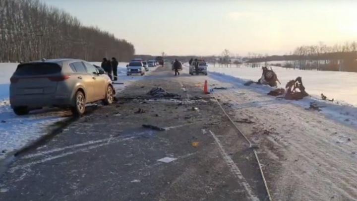 В Башкирии столкнулись KIA Cerato и KIA Sportage. Пассажирка погибла, 5-летний ребенок — в больнице