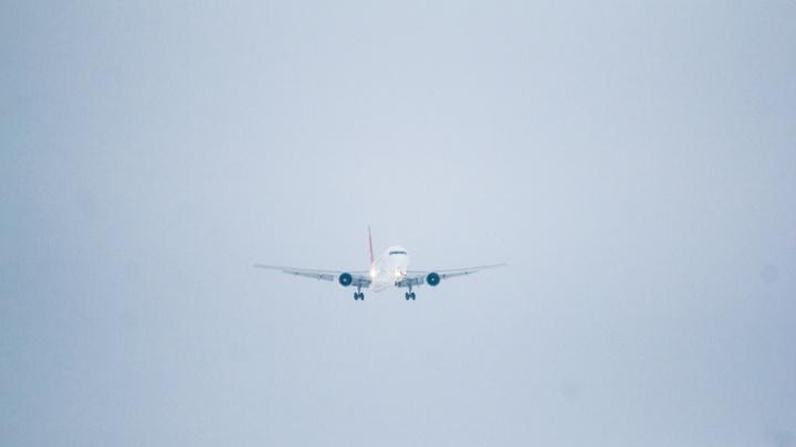Самолет из Тюмени экстренно приземлился в Самаре