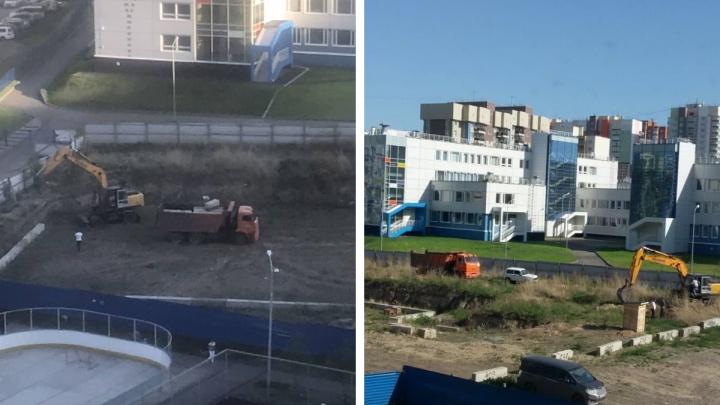 Жители ЖК «Яблони» отстояли место под яблоневую аллею от застройки