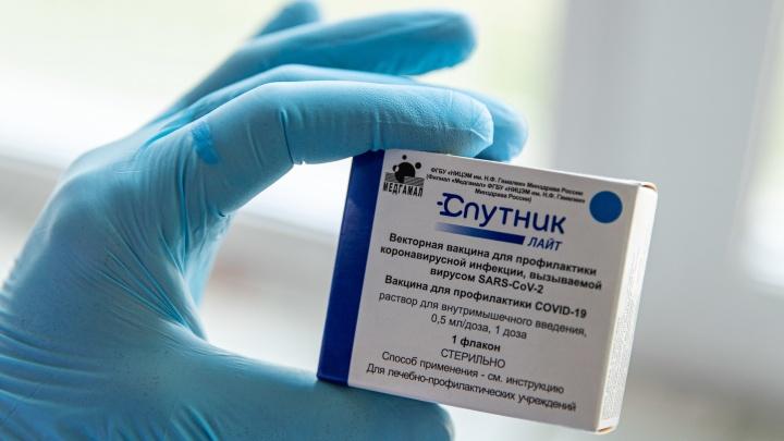 """«Безальтернативно многих прививают """"Спутником Лайт""""»: почему новосибирцам ставят вакцину, которая дает меньшую защиту"""