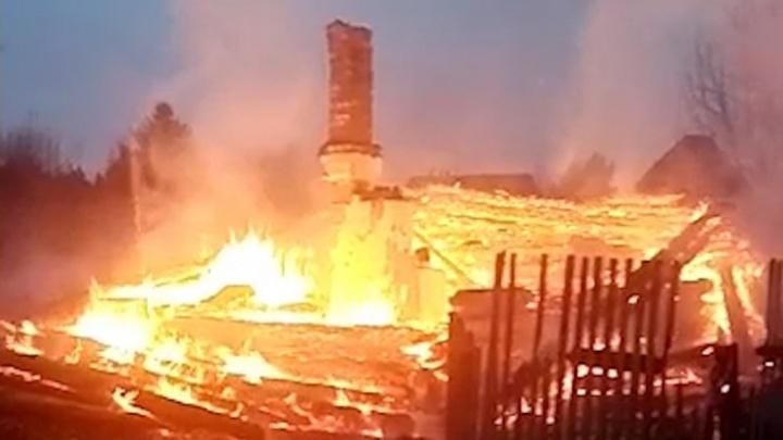 Ранее у матери уже изымали детей. Что известно о семье из Утёса, в которой на пожаре погибли четверо малышей