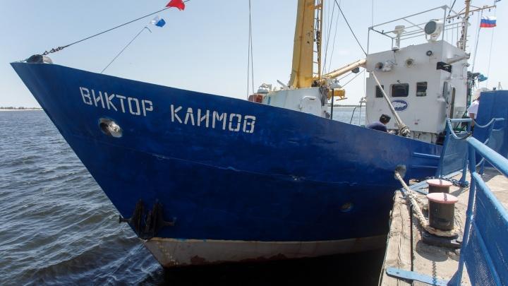 «Водохранилище — не цех, в котором всегда сто кур»: в Волгограде ученым-ихтиологам для подсчета рыбы выдали 20-летний траулер