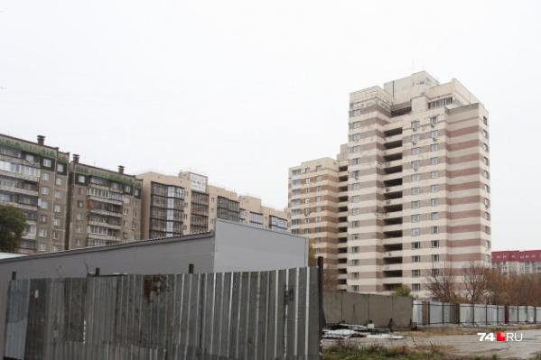 Построить 25-этажный жилой дом собирались вместо парковки