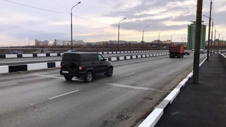 Ремонт дороги на Фрунзенском мосту пообещали завершить до следующей недели