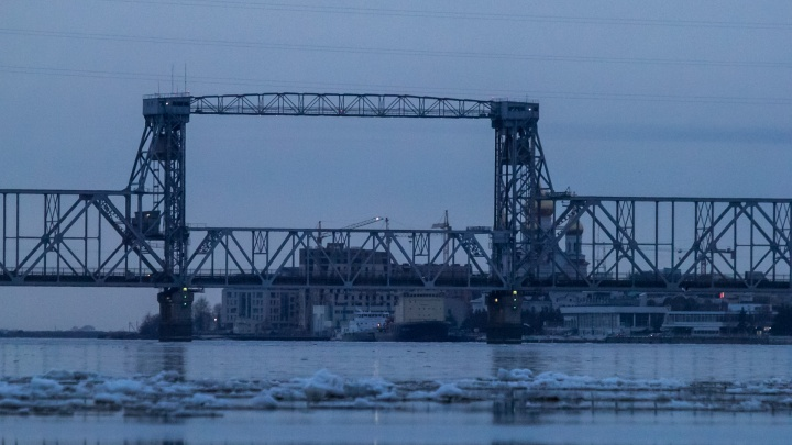 Северодвинский мост продолжат перекрывать по ночам до 1 мая