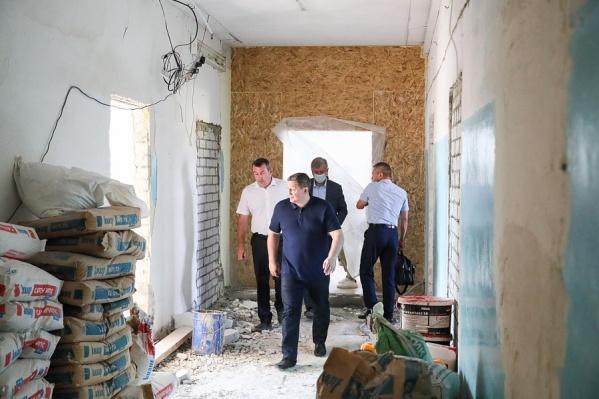 Губернатор уверен: плач подрядчика не поможет достроить объект быстрее