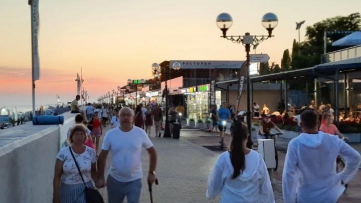 «Зажрались ребята». Что екатеринбуржцы думают о сервисе, культуре и нелюбви к туристам в Сочи