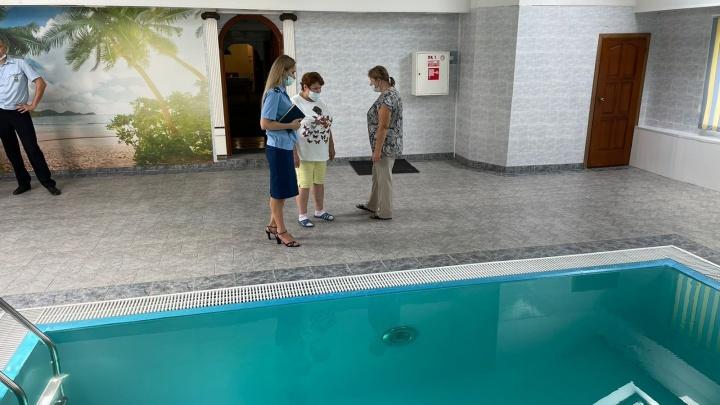 Семь детей отравились в тольяттинском бассейне