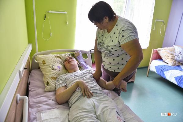 В екатеринбургском центре доктора Волковой Женю планируют научить сидеть по шесть часов в день